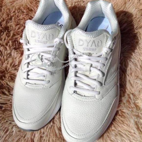 da05564b011 Brooks Dyad Walker Women s Walking Sneakers